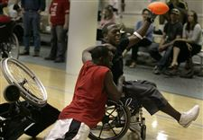 Wheelchair-team-schools-Rockets-in-football-game