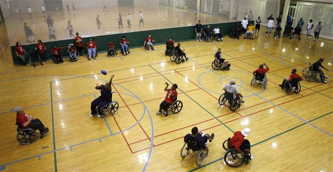 Wheelchair-team-schools-Rockets-in-football-game-2