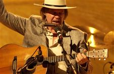 Movie-review-Neil-Young-Heart-of-Gold