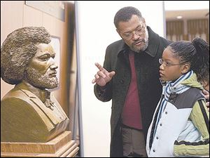Dr. Larabee (Laurence Fishburne) introduces Akeelah (Keke Palmer) to black historical fi gures in Akeelah and the Bee.