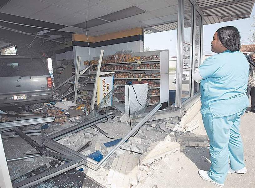SUV-rams-bakery-injures-1