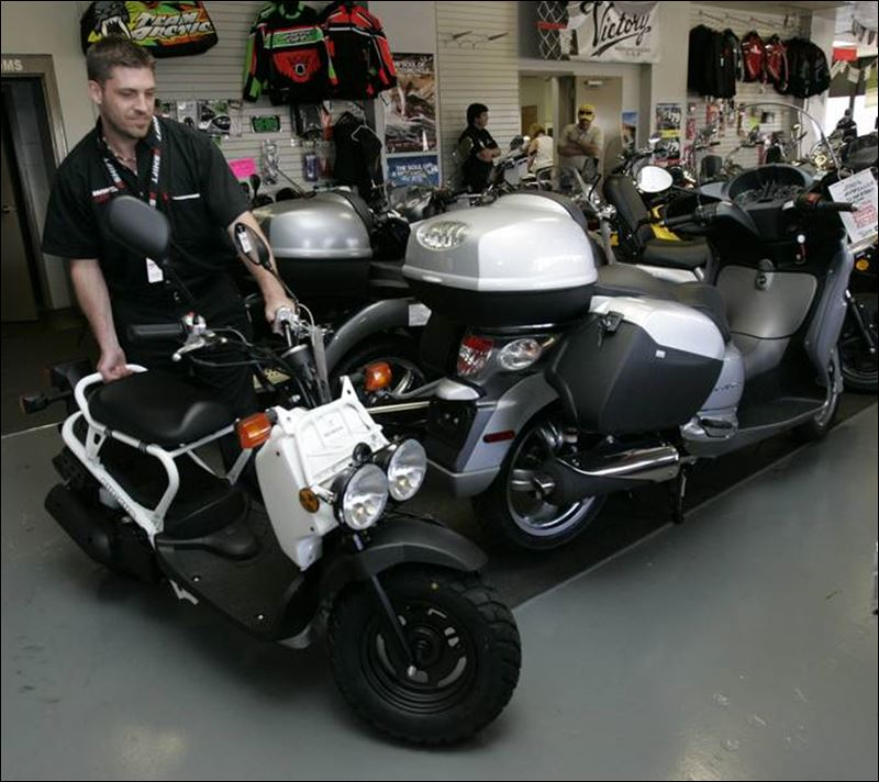 dealers in scooters report acceleration of interest from