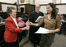 Judge-welcomes-new-U-S-citizens