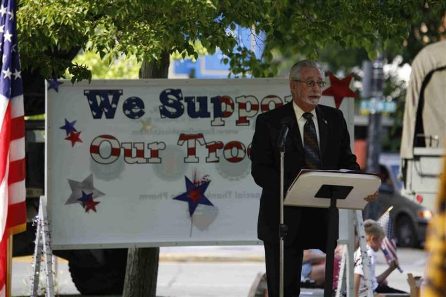 FOSTORIA-SHOWS-ITS-SUPPORT-FOR-THE-TROOPS-3