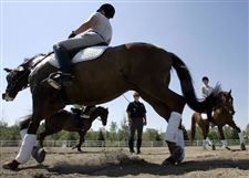 Ballet-on-horseback-challenges-rider