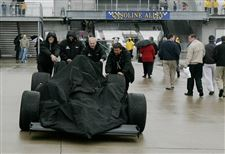 Weather-stalls-Indy-Hornish-in-good-shape