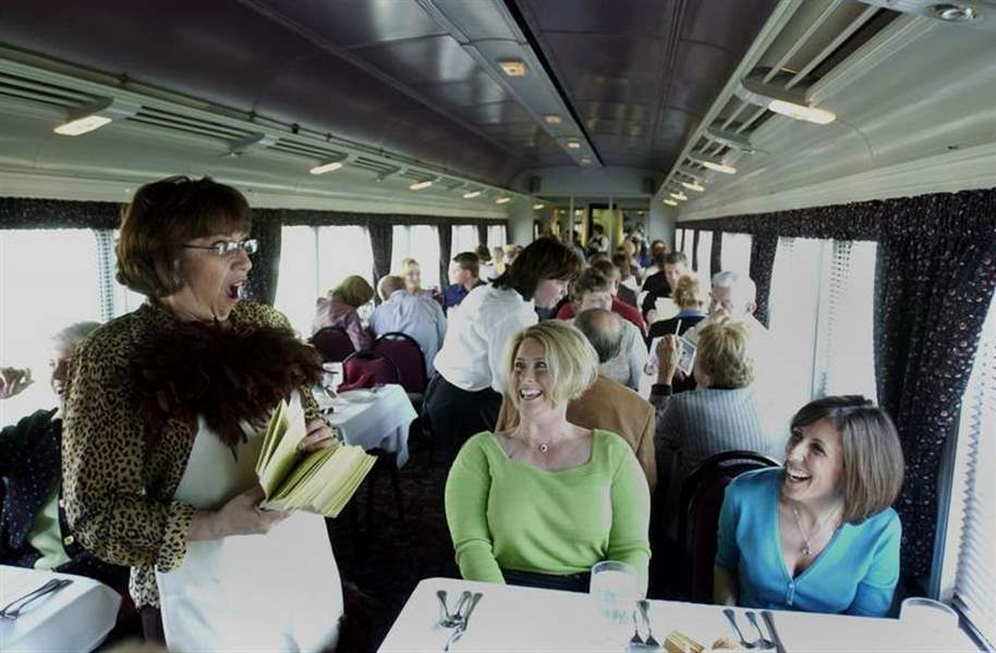 Train-tours-treat-guests-to-a-mix-of-sightseeing-and-entertainment-2
