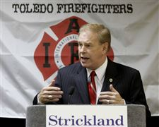 Strickland-brings-fund-raising-push-to-Toledo-region