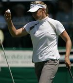 Sorenstam-works-way-into-contention