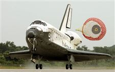 Shuttle-Discovery-returns-home