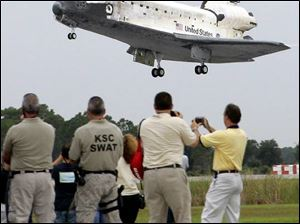 """Birdwatchers"" see the shuttle Discovery return successfully to the Kennedy Space Center in Florida."