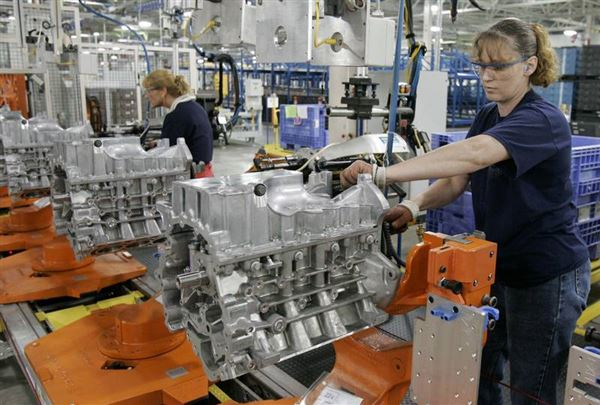 Lima plant debuts new v 6 the blade for Ford motor company lima ohio