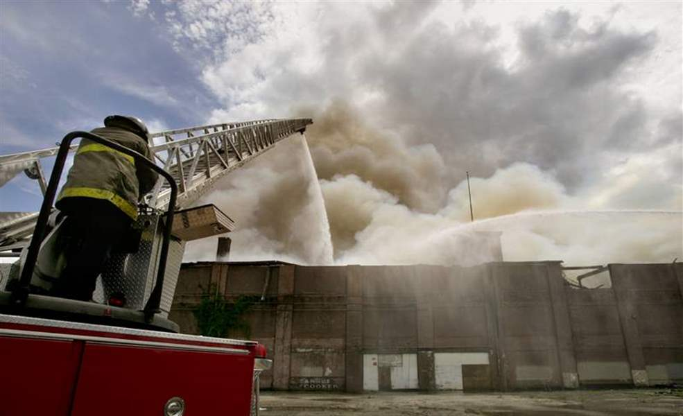 2-alarm-blaze-destroys-warehouse-at-Bancroft-and-Auburn