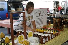Farmers-markets-Vendors-sell-locally-grown-homemade-products