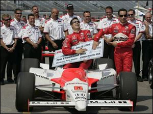 Sam Hornish Jr. has the check for winning the pole position for the Firestone Indy 400 at MIS yesterday, but the name on the check belongs to his teammate, Helio Castroneves, right. Hornish will start in the No. 2 position.