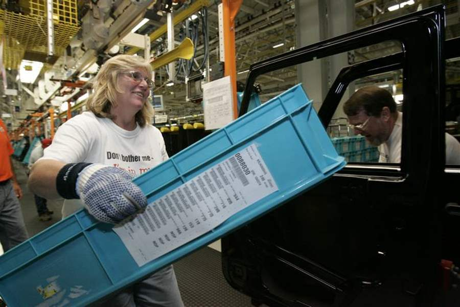 Public-gets-peek-at-new-plant-for-Jeep-Wrangler