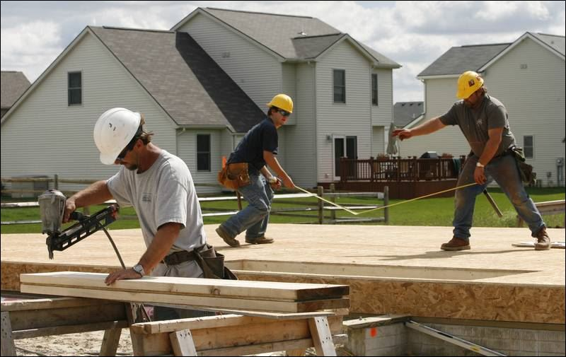 Lumber cost drop fails to cut new home prices toledo blade for Ways to cut cost when building a house