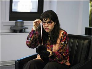 In Ugly Betty, America Ferrera plays Betty Suarez, who gets a job at a highfashion magazine but doesn t seem to fit in.