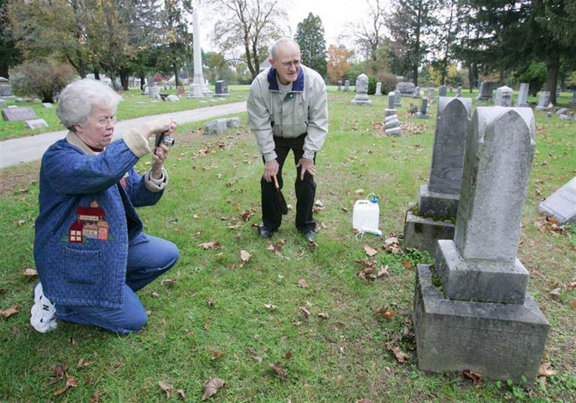 Couple Mark 50th Year With Tombstone Tome Toledo Blade