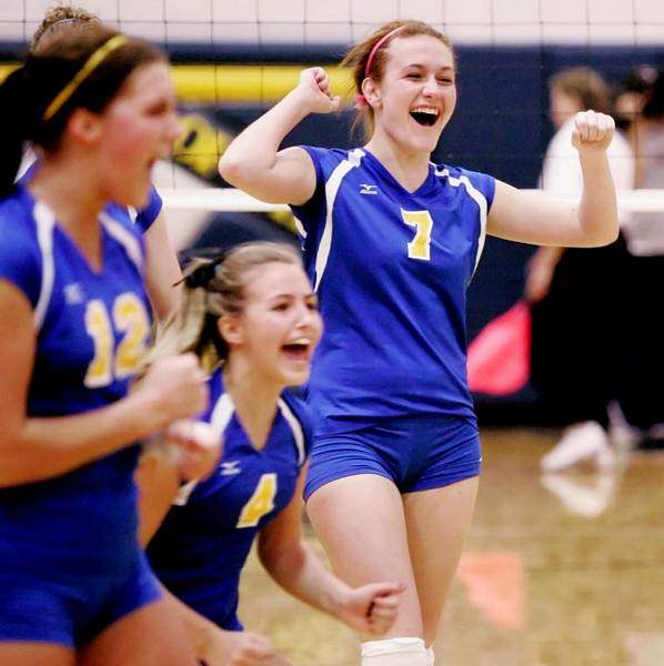Arrows-Jackets-advance-in-state-volleyball