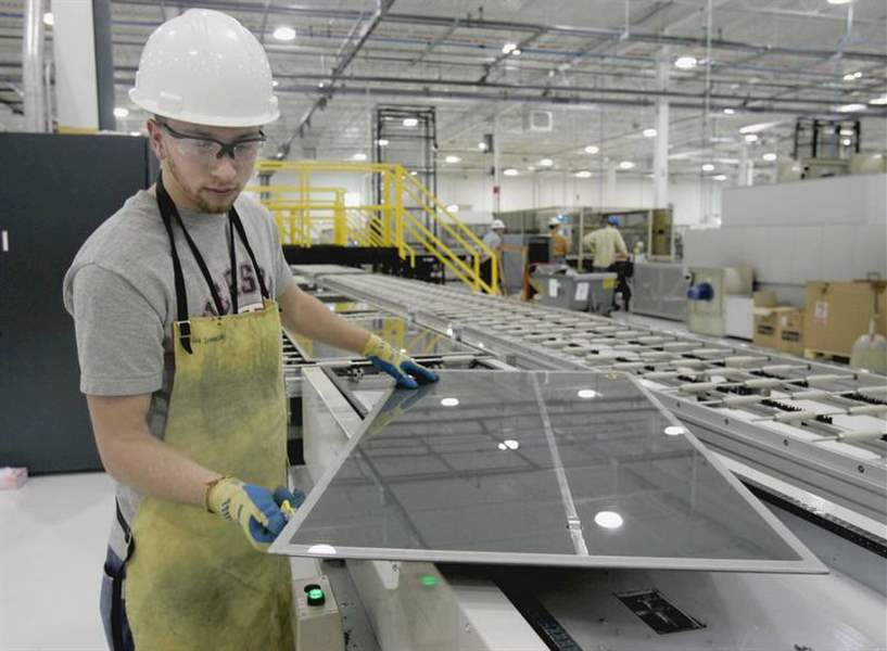 First-Solar-to-offer-public-stock-possibly-Monday