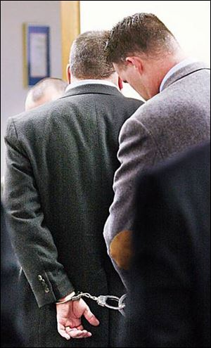 A federal marshal handcuffs Tom Noe after a jury found the former rare-coin dealer and big-time GOP donor guilty.