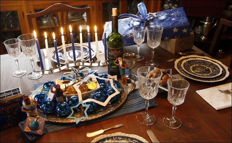 5 historic old west end homes are decorated in holiday for Hanukkah home decorations