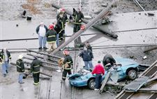 Trains-jump-track-hurt-3-debris-from-derailments-slams-into-autos-lt-font-face-quot-verdana-quot-size-quot-1-quot-color-CC0000-gt-NEW-PHOTOS-lt-font-gt-4
