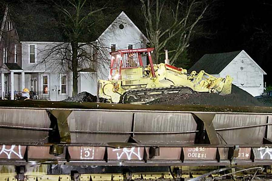 Trains-jump-track-hurt-3-debris-from-derailments-slams-into-autos-lt-font-face-quot-verdana-quot-size-quot-1-quot-color-CC0000-gt-NEW-PHOTOS-lt-font-gt-5