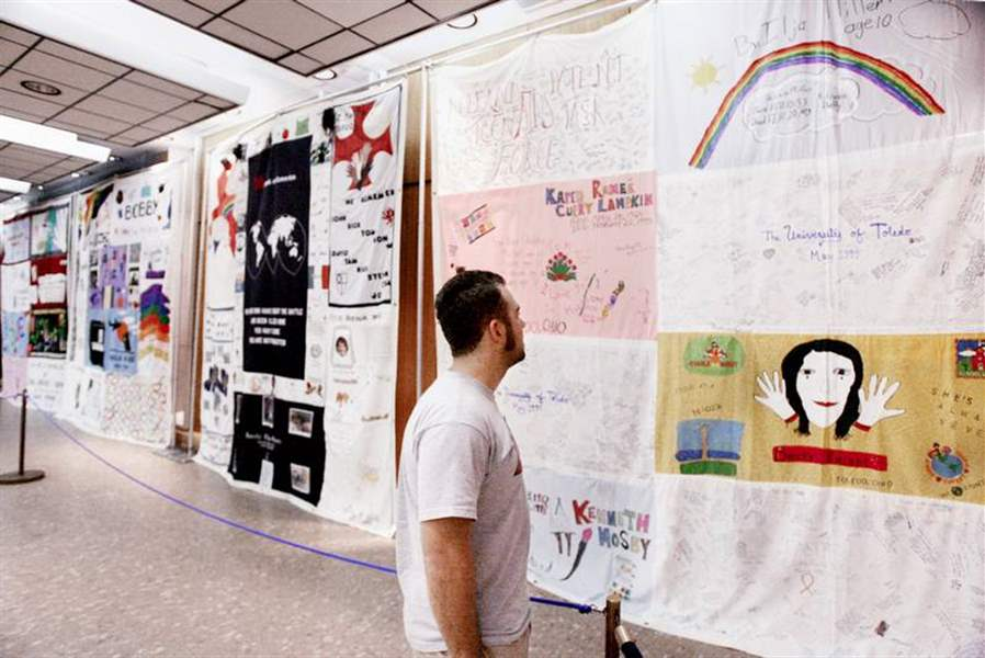 QUILT-MEMORIALIZES-AIDS-VICTIMS