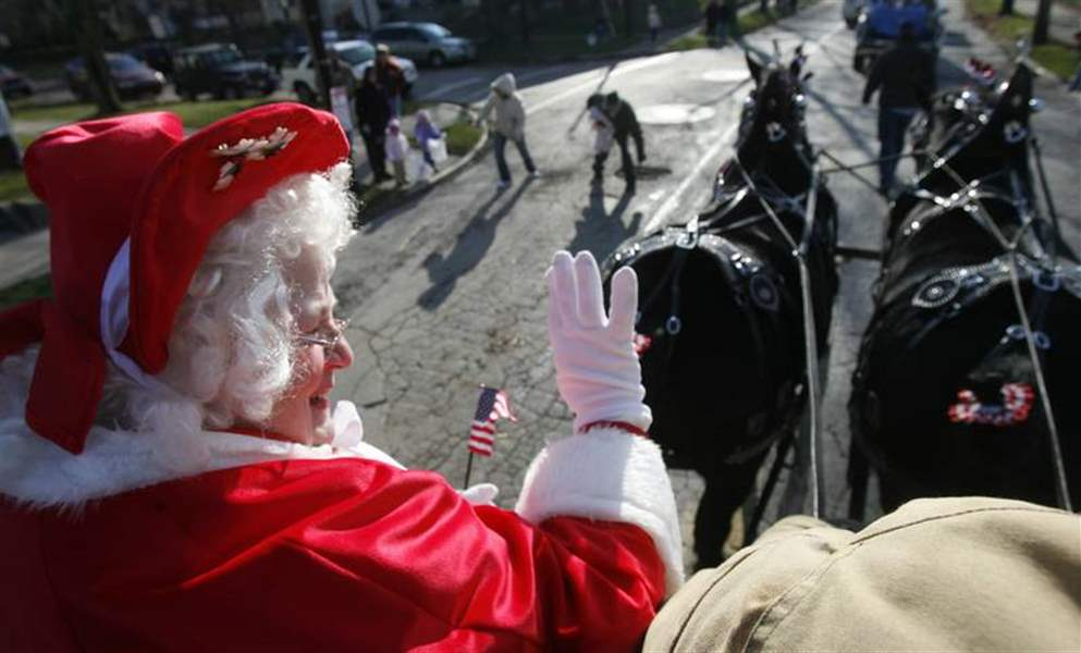Mrs-Santa-takes-reins-in-East-Toledo-Christmas-parade