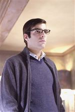 The-face-of-a-villain-Zachary-Quinto-makes-a-quick-impression-in-Heroes