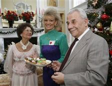 Opera-Guild-Holiday-Tea-presented-in-elegant-setting