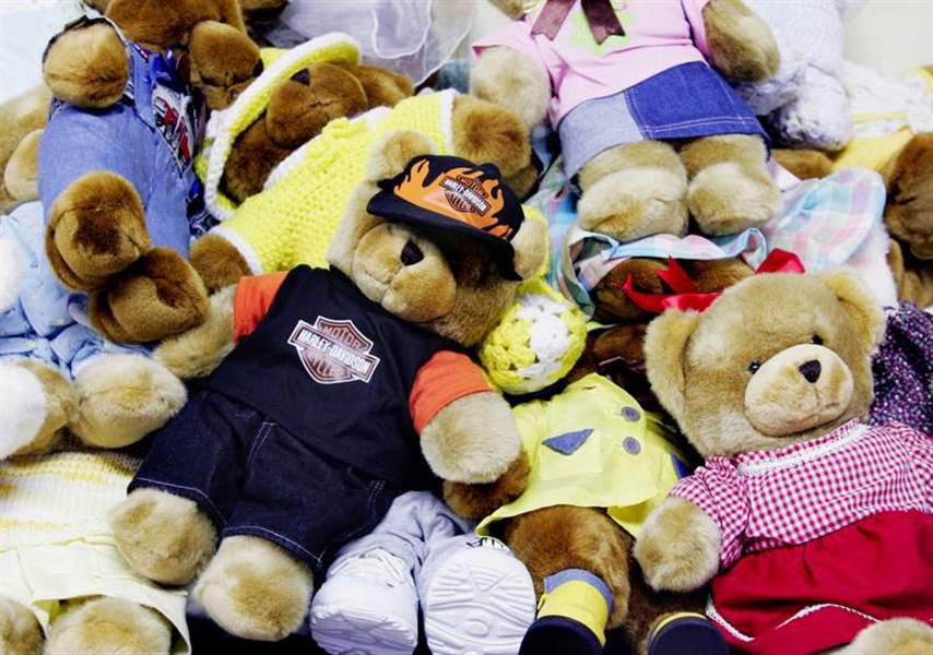 Toys For Tots Bear : Free toys go quickly as need hits all time high
