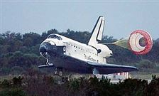 Space-shuttle-Discovery-lands-at-Shuttle-Landing-Facility-at-Kennedy-Space-Center-in-Cape-Canaveral-Florida