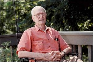 Harold Mayfield, who led ornithology's three major groups at different times, wrote more than 200 scholarly papers.