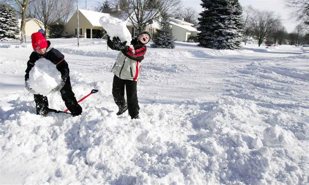 Big-snowstorm-leads-to-a-big-dig-in-Toledo-area-nearly-9-inches-fell-3