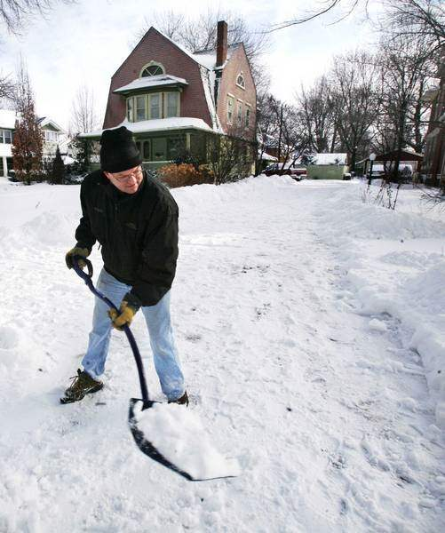Big-snowstorm-leads-to-a-big-dig-in-Toledo-area-nearly-9-inches-fell-4