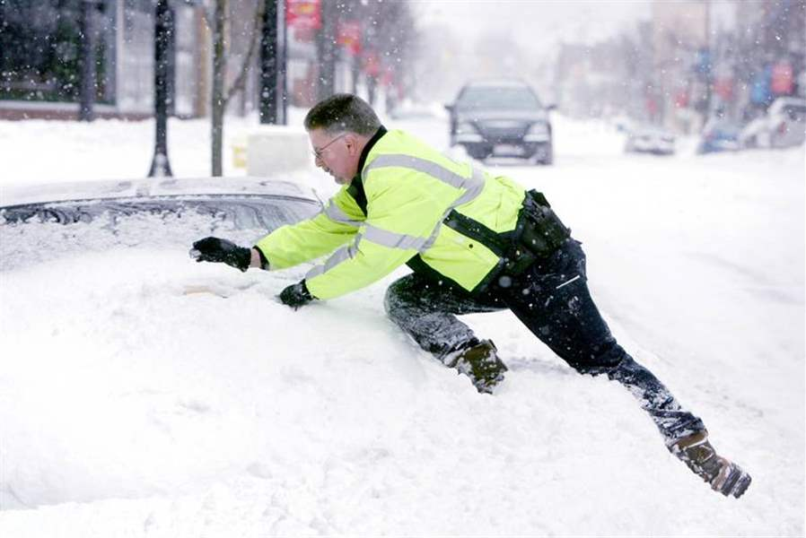 Big-snowstorm-leads-to-a-big-dig-in-Toledo-area-nearly-9-inches-fell-5