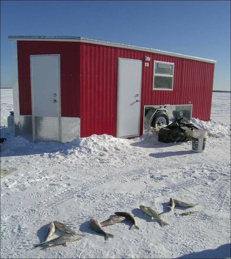 Minnesota ice fishing awesome toledo blade for Ice fishing in minnesota