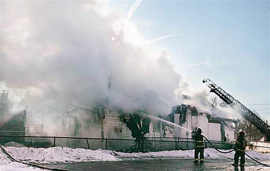 Firefighters-battle-blaze-at-central-Toledo-home