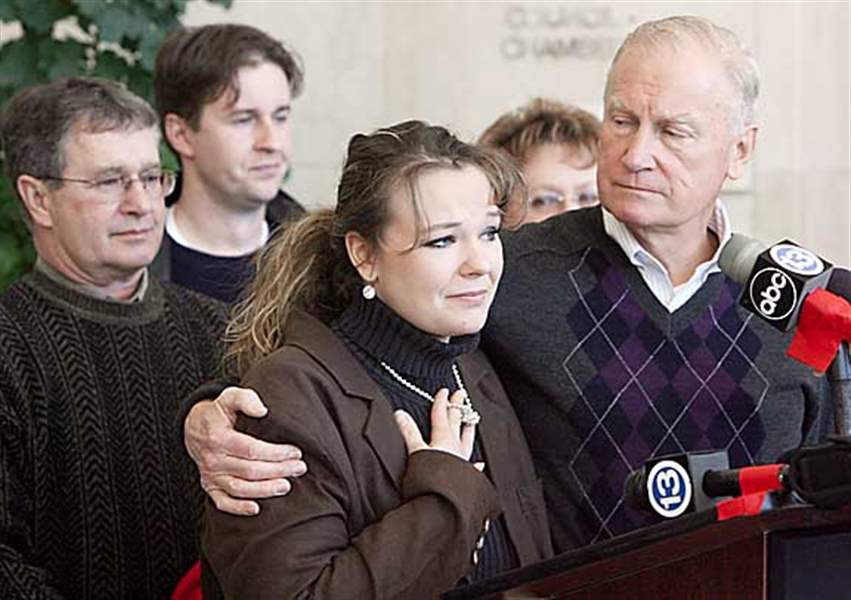 Widow-of-slain-Toledo-detective-thanks-community-for-support