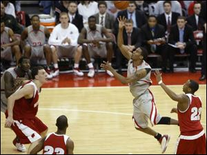 Ohio State's Mike Conley finds a gap in the Wisconsin defense to launch the game-winning shot. The Buckeyes clinched their second straight Big Ten title.