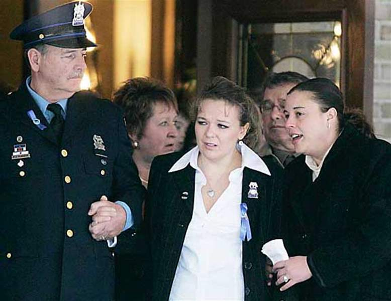 Memorial-ceremony-concludes-for-fallen-Toledo-police-detective-2