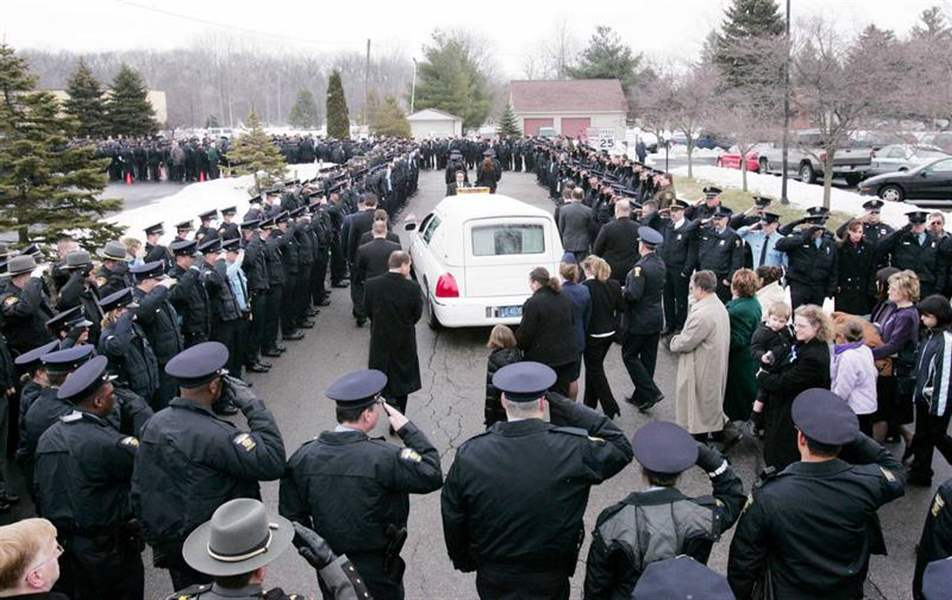 Thousands-salute-slain-Toledo-police-officer