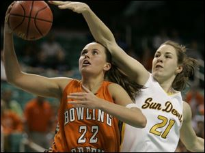 Bowling Green's Ali Mann drives to the basket against Arizona State's Kayli Murphy. Mann led the Falcons with 15 points.