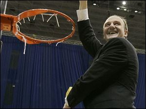 Ohio State coach Thad Matta finishes taking down a net after the Buckeyes beat Memphis to win the South Regional.