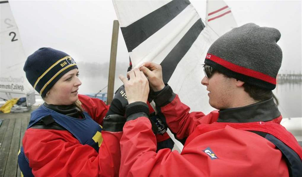Breezes-eventually-give-sailors-a-lift-at-Owens-Regatta-2