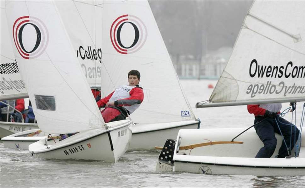 Breezes-eventually-give-sailors-a-lift-at-Owens-Regatta