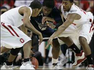 Ohio State's Mike Conley Jr., left, and David Lighty scramble for a loose ball against Georgetown's Roy Hibbert.